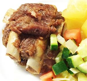 Pork ribs with apples in beer